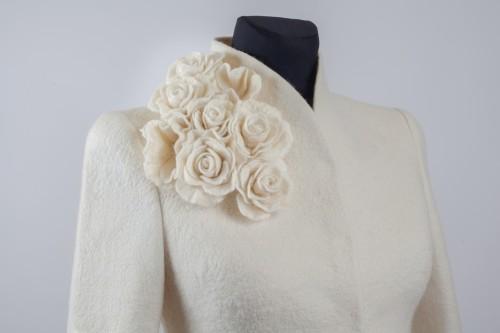 Nuotakos švarkelis dekoruotas rožėmis